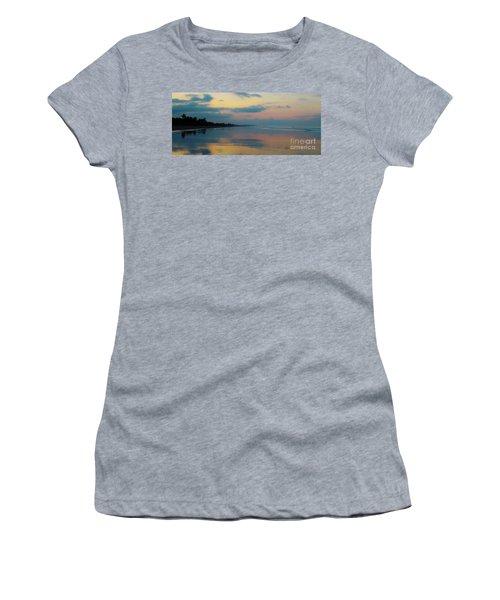 la Casita Playa Hermosa Puntarenas - Sunrise One - Painted Beach Costa Rica Panorama Women's T-Shirt (Athletic Fit)