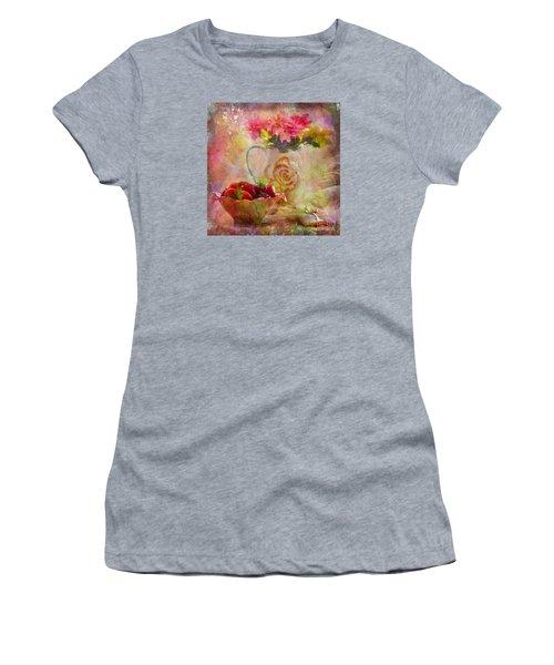 Les Fraises Et Les Fleurs 2015 Women's T-Shirt