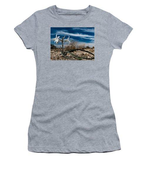 Life Amoung The Weeds Women's T-Shirt