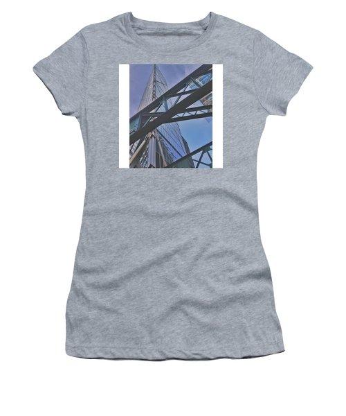 •looking Women's T-Shirt
