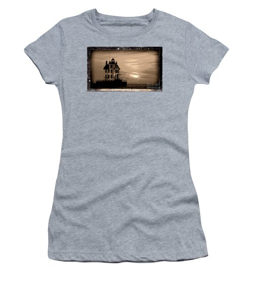 Lorain Lighthouse - Lake Erie - Lorain Ohio Women's T-Shirt (Athletic Fit)