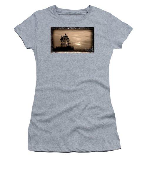 Lorain Lighthouse - Lake Erie - Lorain Ohio Women's T-Shirt (Athletic Fit)