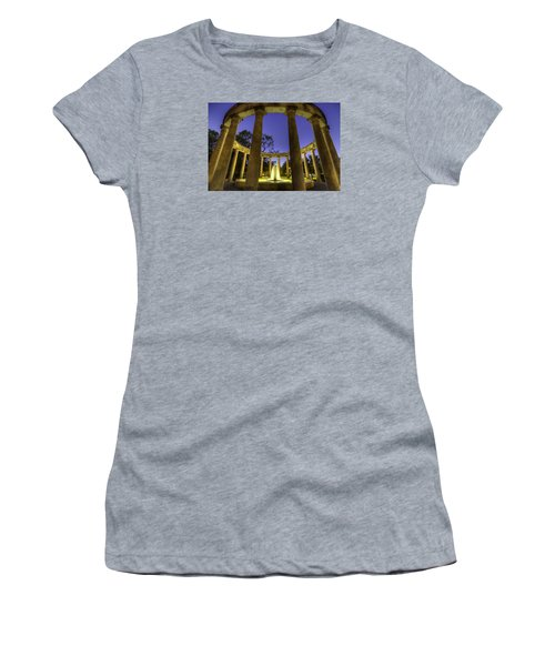 Mecom Rockwell Colonnade And Fountain Women's T-Shirt