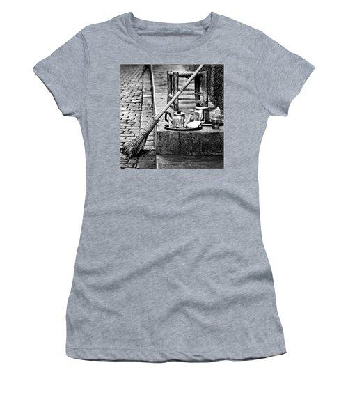 Women's T-Shirt (Junior Cut) featuring the photograph Medina Tea Break by Marion McCristall