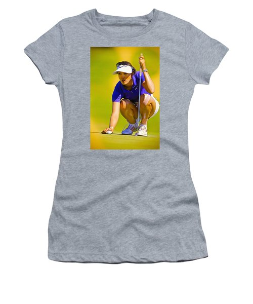 Michelle Wie Lines Up Her Putt  Women's T-Shirt (Athletic Fit)