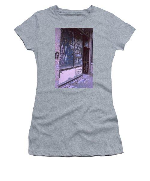 Old Bar, Old Graffitis Women's T-Shirt
