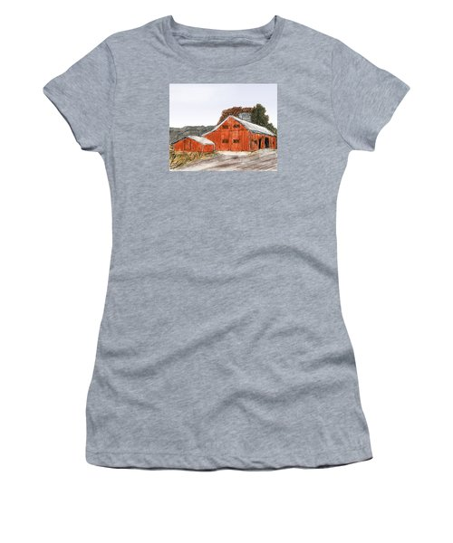 Old Farm In The Country Women's T-Shirt (Athletic Fit)