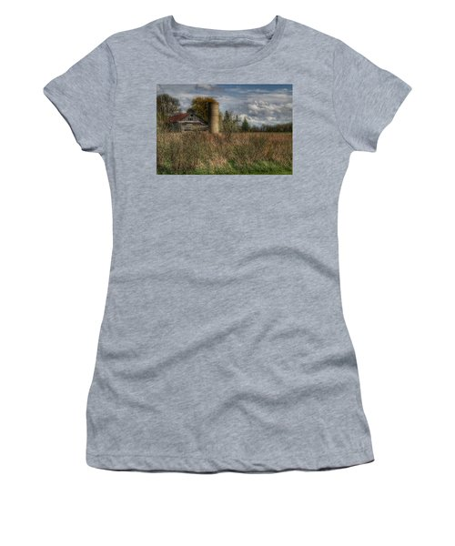 0034 - Old Wooden Barn And Silo Women's T-Shirt