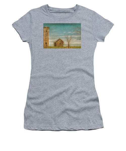 Out On The Farm Women's T-Shirt (Athletic Fit)