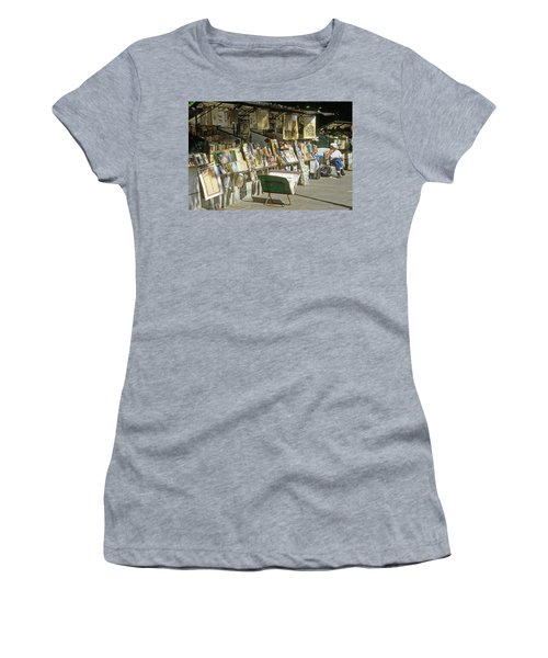 Paris Bookseller Stall Women's T-Shirt