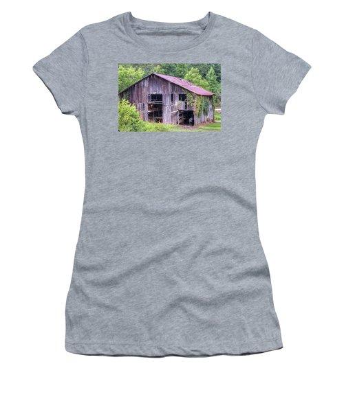 Peaceful Barn In Morgan County Kentucky Women's T-Shirt