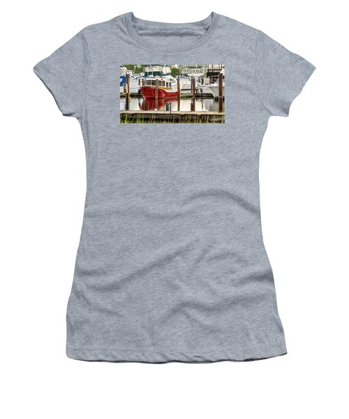 Pretty Red Boat Women's T-Shirt (Athletic Fit)