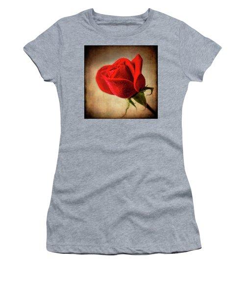 Red Rose Romance Women's T-Shirt