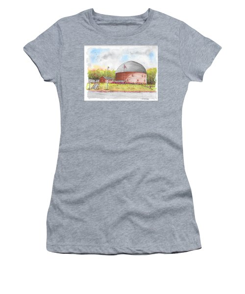 Round Barn In Route 66, Arcadia, Oklahoma Women's T-Shirt (Athletic Fit)