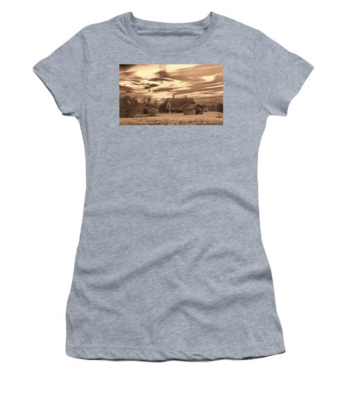 Rustic Barn 2 Women's T-Shirt