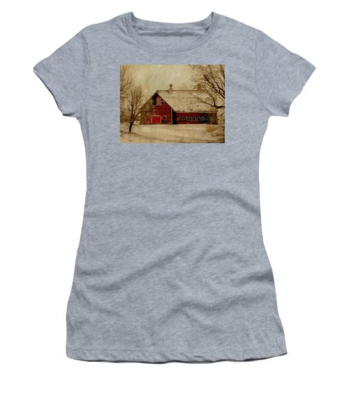 South Dakota Barn Women's T-Shirt (Athletic Fit)