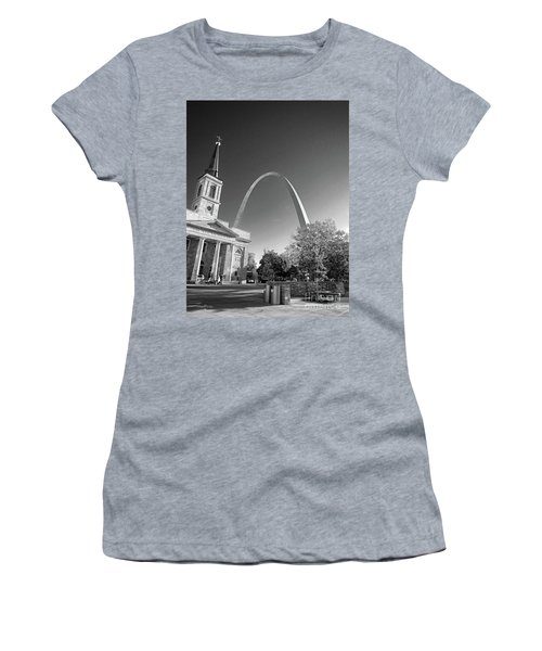 St. Louis Arch Women's T-Shirt (Athletic Fit)