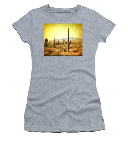 Table Moumtain Vintage Western Women's T-Shirt (Athletic Fit)