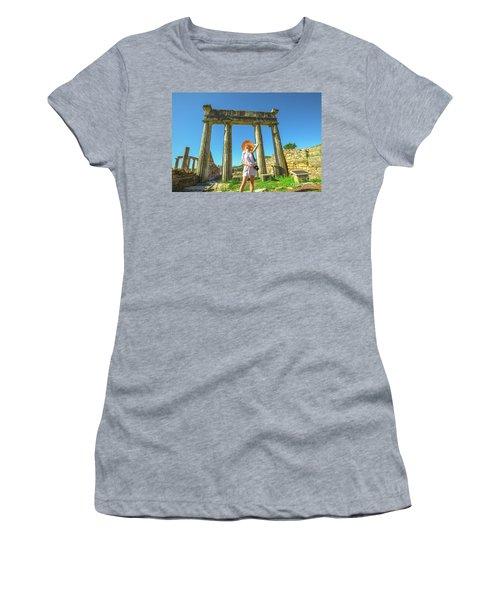 Tourist Traveler Photographer Women's T-Shirt
