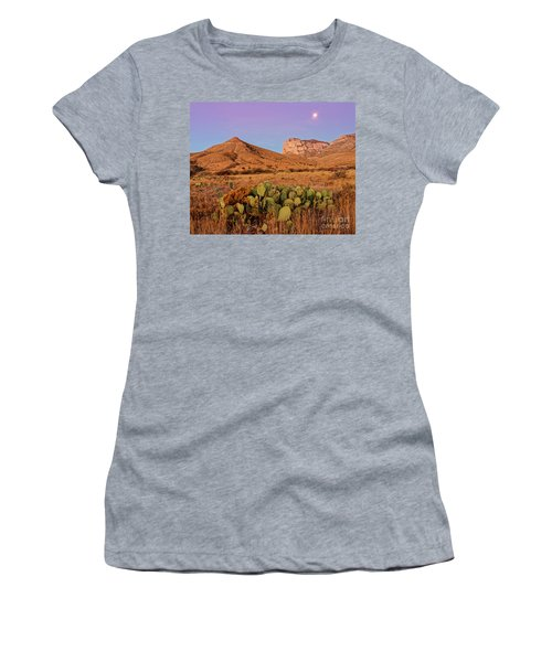 Twilight Glow Of The Chihuahua Desert At Guadalupe Mountains National Park - West Texas Women's T-Shirt