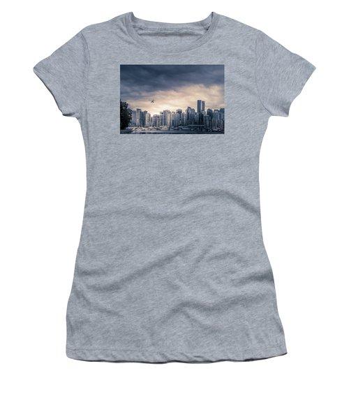 Vancouver Skyline Women's T-Shirt (Athletic Fit)
