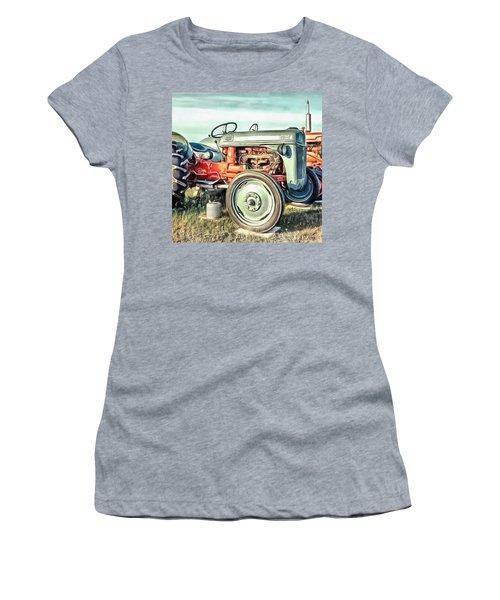 Vintage Tractors Pei Square Women's T-Shirt