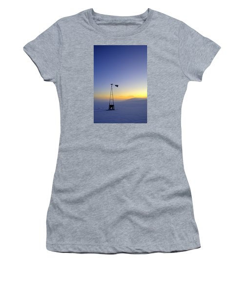 Windmill Winter Sunset Women's T-Shirt (Athletic Fit)