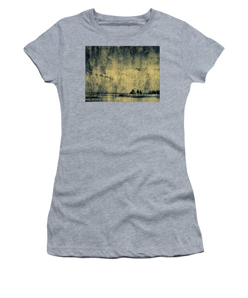 Winters Silence Women's T-Shirt