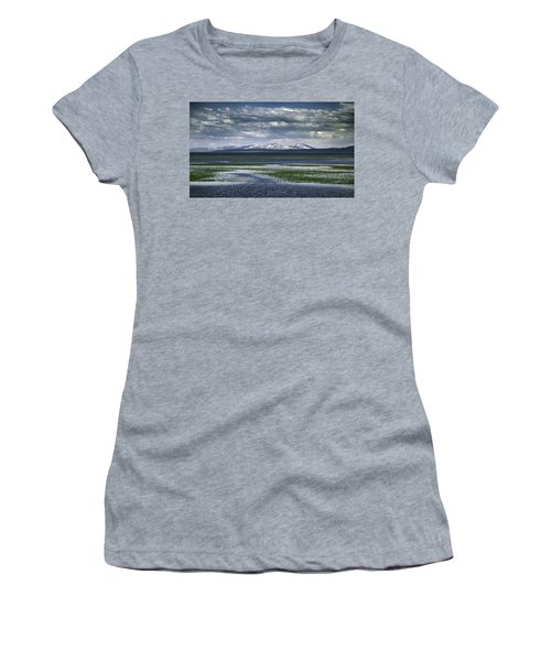 Yellowstone Mountain Scape Women's T-Shirt (Athletic Fit)