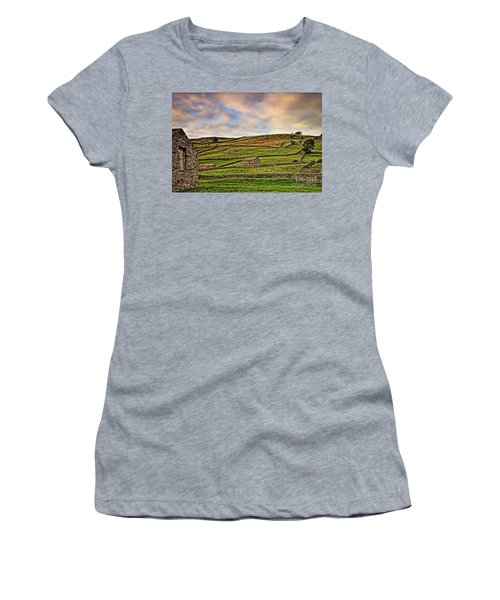 Yorkshire Dales Stone Barns And Walls Women's T-Shirt