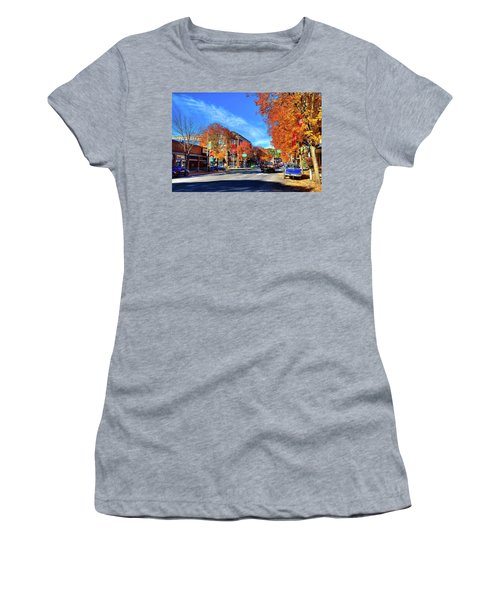 Women's T-Shirt featuring the photograph Autumn In Pullman by David Patterson