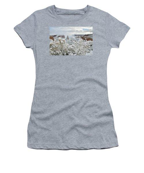 Beautiful Snow Morning Along Rim Rock Drive Women's T-Shirt