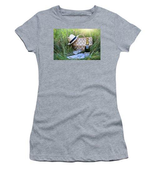 Chic Picnic Women's T-Shirt