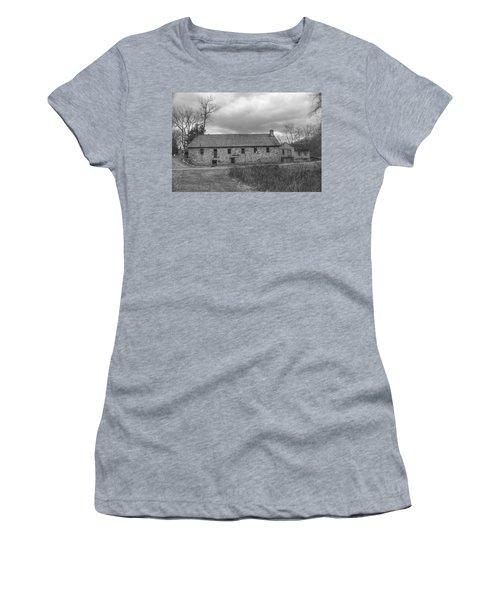 Grey Skies Over Fieldstone - Waterloo Village Women's T-Shirt