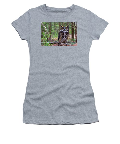 Great Horned Owl Standing On A Tree Log Women's T-Shirt