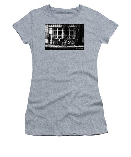 Paris At Night - Rue Poulletier Women's T-Shirt