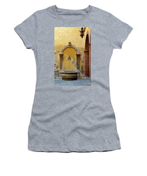 Sienna Fountain Courtyard Women's T-Shirt