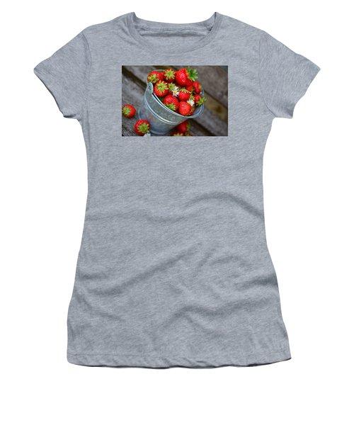 Strawberries And Daisies Women's T-Shirt