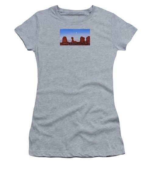 Super Moonrise At Balanced Rock Women's T-Shirt