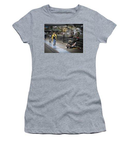 Walking-travellers Women's T-Shirt
