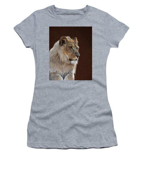 Young Male Lion Portrait Women's T-Shirt
