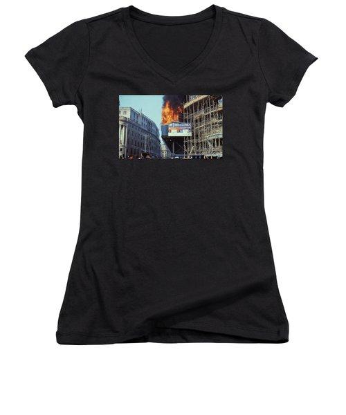 Poll Tax Riots London Women's V-Neck T-Shirt