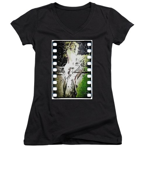 '77 Farrah Fawcett Women's V-Neck T-Shirt
