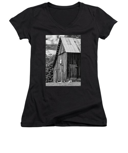 An American Barn Bw Women's V-Neck (Athletic Fit)