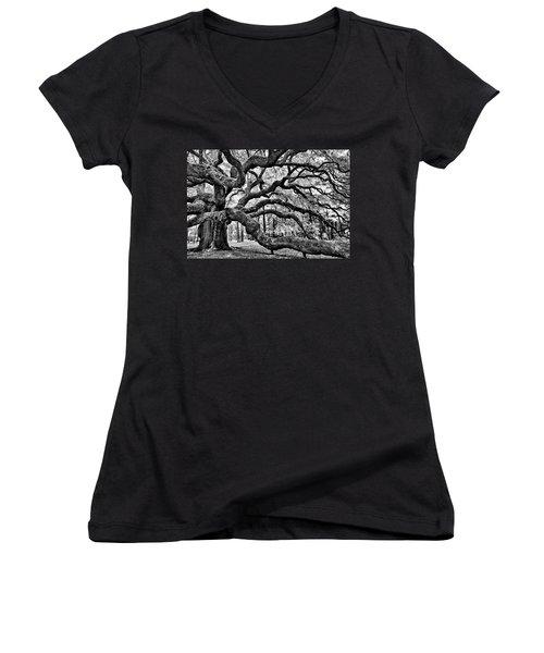 Angel Oak Tree Ir Hdr Women's V-Neck