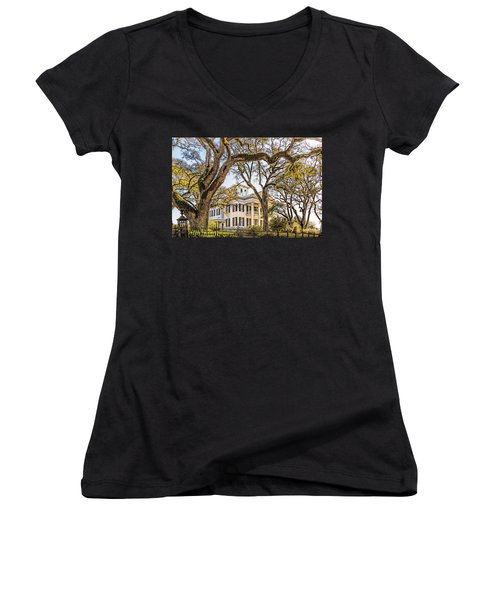 Antebellum Mansion Women's V-Neck T-Shirt