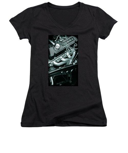 Black Cobra - Ford Cobra Engines Women's V-Neck T-Shirt (Junior Cut)