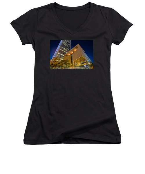 Buildings And Architecture Around Mint Museum In Charlotte North Women's V-Neck T-Shirt
