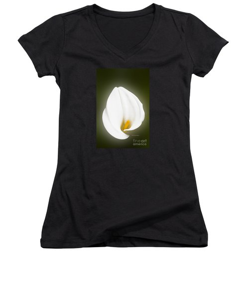 Calla Lily Flower Glow Women's V-Neck (Athletic Fit)