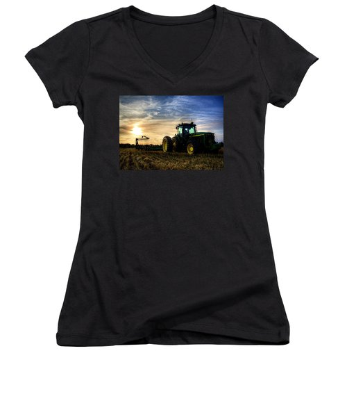 Deere Sunset Women's V-Neck T-Shirt (Junior Cut)